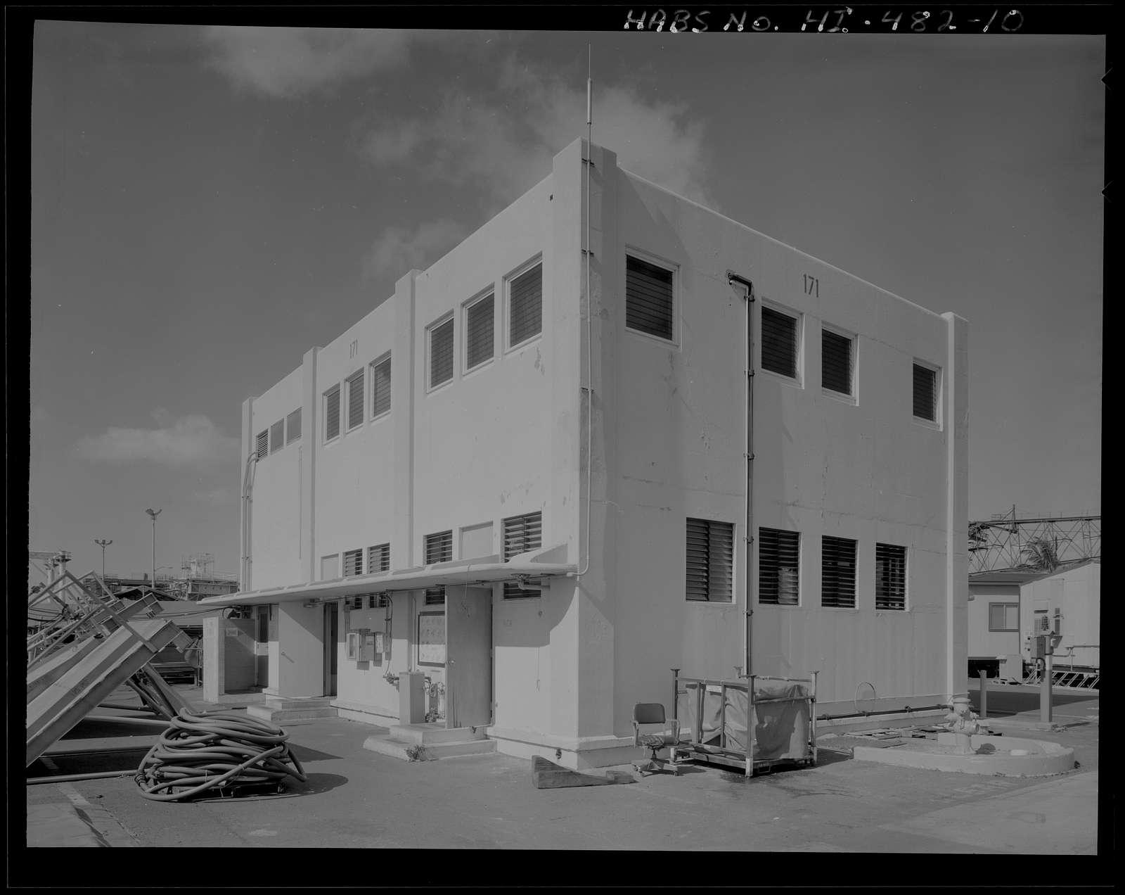 U.S. Naval Base, Pearl Harbor, Latrine Dry Dock No. 2 & Latrine Dry Dock No.3, Near Avenue G adjacent to Dry Dock No. 2 & Dry Dock No. 3, Pearl City, Honolulu County, HI