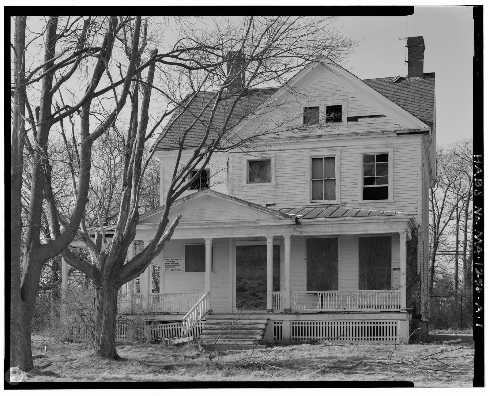 Fort Rodman Military Reservation, Officers' Quarters, West side of entrance drive, .2 mile south of Rodney French Boulevard, New Bedford, Bristol County, MA